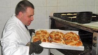 Министър меси закуски и обещава качествен хляб