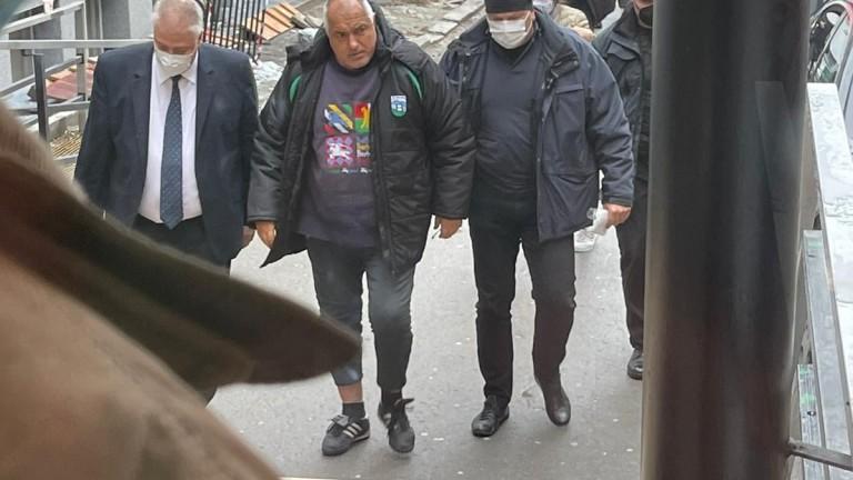 Оперират коляното на Борисов