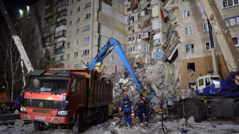 Извадиха живо 11-месечно бебе от рухналия блок в Русия
