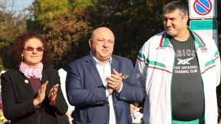 Министър Кралев награди победителите от маратона в София