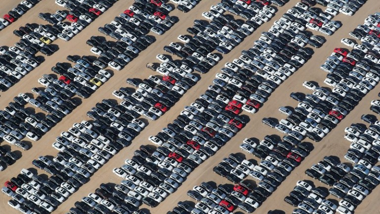 Германският автомобилен гигант Volkswagen държи 300 000 свои дизелови коли