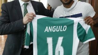 Шампионите започнаха с разгром 7:0, Ангуло дебютира