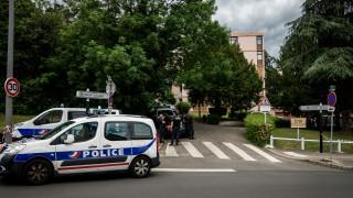 Франция разби неонацистка клетка, подготвяла терор срещу джамии и синагоги