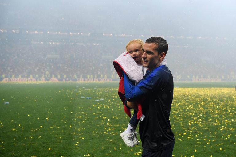 Антоан Гризман с дъщеря си