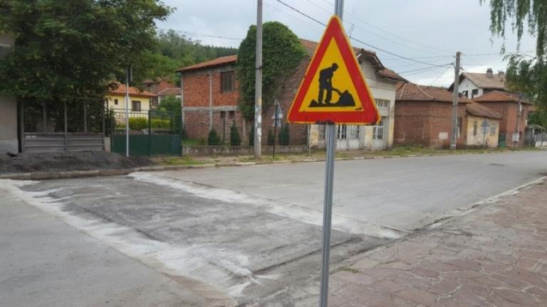 """Жителите на Драгоево искат """"легнал полицай"""" по пътя между Преслав в Смядово"""