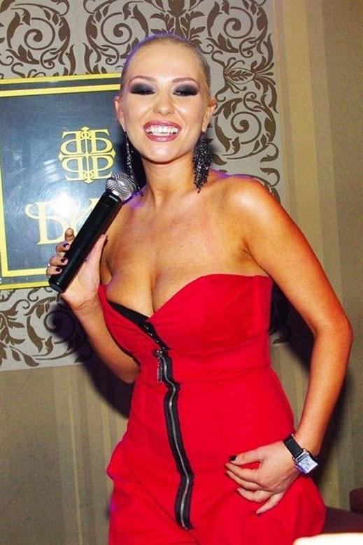 Елена Паришева стопира кариерата си