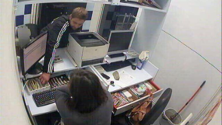 Органите на реда издирват мъж за кражба на значителна парична