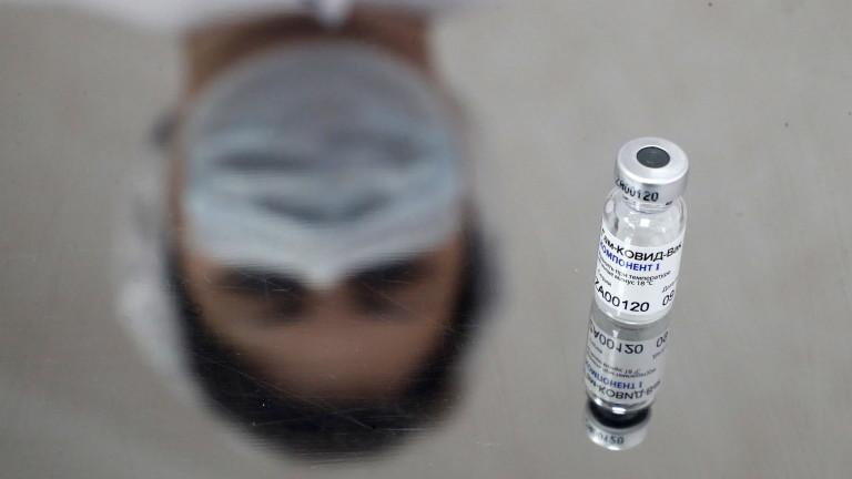AstraZeneca/Oxford комбинира ваксини с руските разработчици на Sputnik V