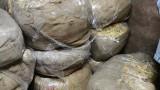 """10 бали тютюн, зазидани в тайника на мазе, откриха в """"Шекер махала"""""""