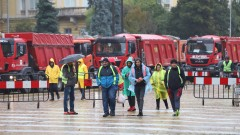 Втори ден строителна техника се разположи в центъра на София