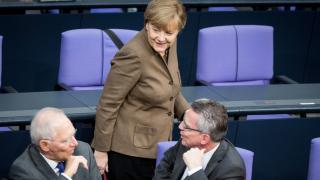 Меркел обеща да се придържа към бежанската политика на отворени врати