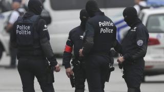 Мъж рани с мачете двама белгийски полицаи