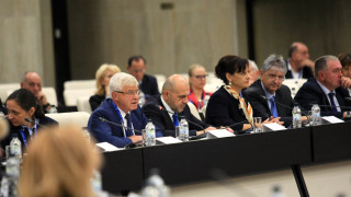 Легализират плащането за здраве, алармира Михайлов