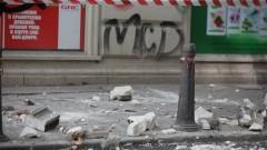 Опасна тераса притеснява преминаващите по главната улица в Пловдив