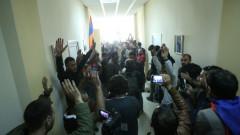 Не стихват протестите в Армения срещу бившия президент