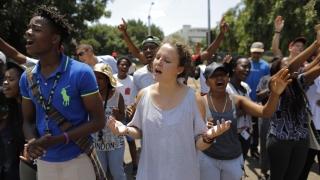 Протестиращи студенти в ЮАР запалиха университет