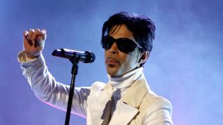 Продажбите на албумите на Принс скочиха с 16 000% след смъртта му