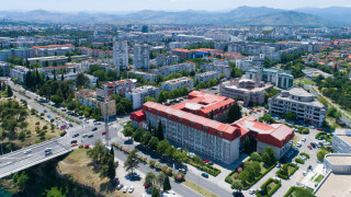 Балканската страна, където разкритията за корупция изпращат авторите им в...