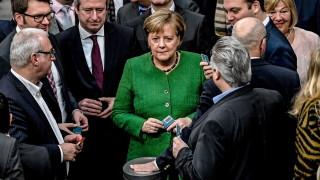 Меркел насърчава отбранителното сътрудничество в ЕС