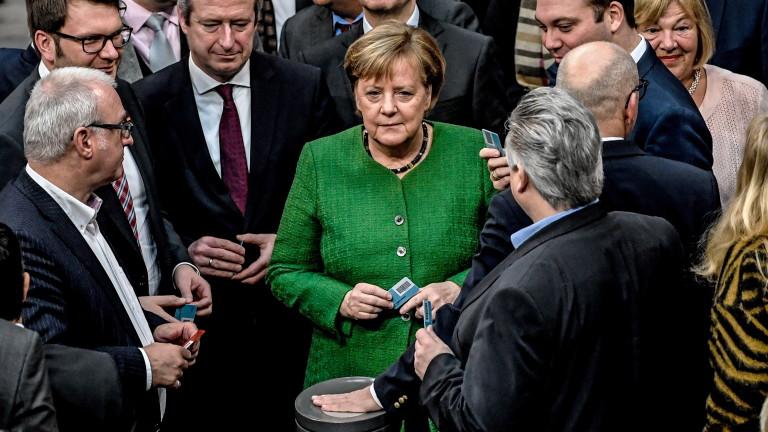 Германският канцлер Ангела Меркел насърчава ЕС да задълбочи сътрудничеството в