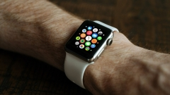 Въпреки големите надежди Apple Watch разочарова с резултатите си