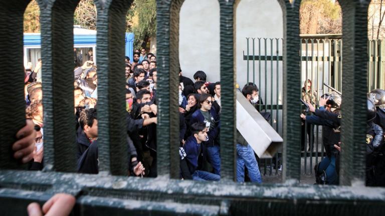 Иран предупреди, че протестиращите ще