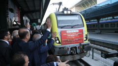 """Първият влак, пътуващ по """"Железния път на коприната"""", достави товари в Истанбул"""