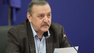 Кантарджиев не очаква нова вълна на COVID-19 през лятото