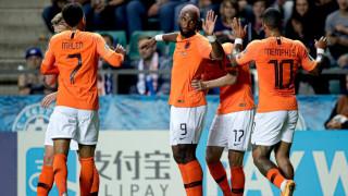 Холандия громи, Бабел изригна с два гола