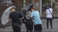 Тайфун удари югоизточното крайбрежие на Китай