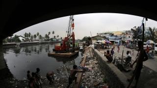 Тайфун евакуира хиляди във Филипините