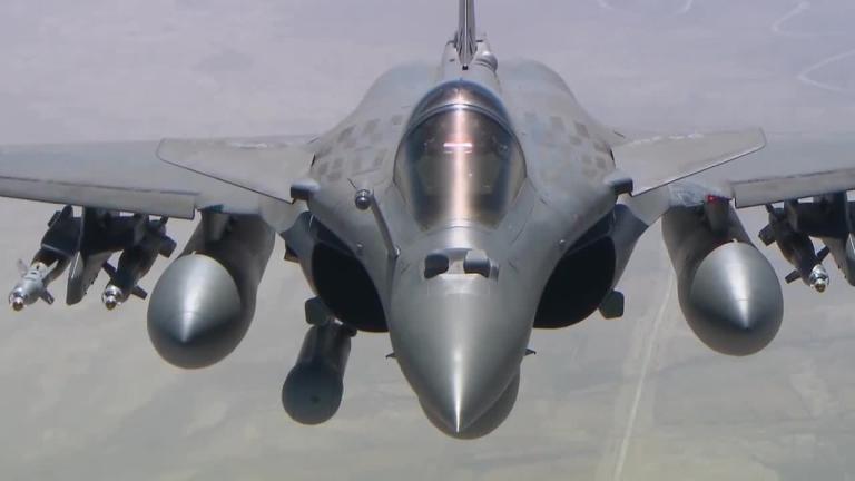Британски и френски военни самолети бяха вдигнати под тревога, за