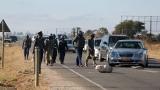 Сълзотворен газ и водни оръдия срещу протестиращи в Зимбабве