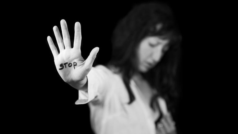 Обучават полицаи как да се държат с жени, жертви на домашно насилие