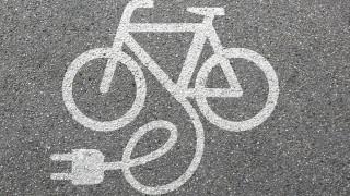 Париж дава по 500 евро на французин за електрически велосипед