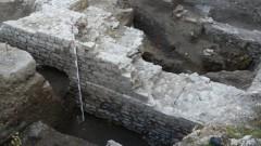 Археолози откриха дълъг иманярски тунел при разкопки в Пловдив