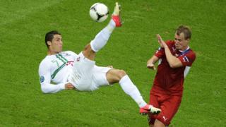 Роналдо гони Шиърър и Платини по голове