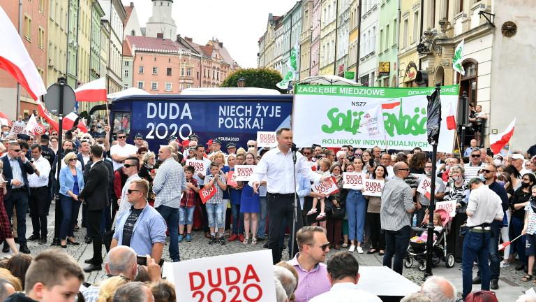 Полският президент Дуда поде кампания с обещание да се бори с ЛГБТ идеологията