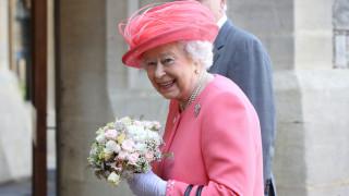 Кралица Елизабет Втора на гости на принц Луис