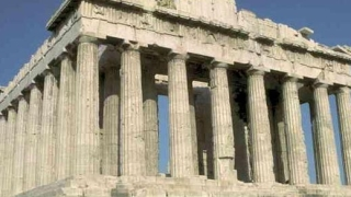 Гърция да ползва две валути, предлагат икономисти