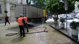 Обедно миене на улиците блокира центъра на София