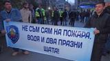 Полицаи протестират мирно на жълтите павета в столицата