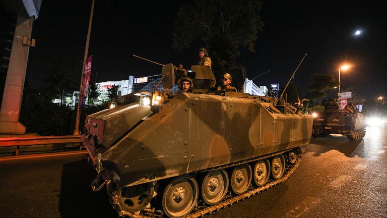 60 загинали и над 700 арестувани при опита за военен преврат в Турция