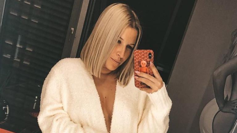 Доминика Цибулкова е бременна и секси