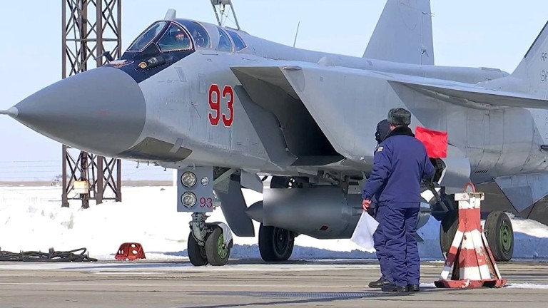 """Русия с успешно изпитание на новата свръхзвукова ракета """"Кинжал"""""""