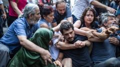 """Полицията в Истанбул разпръсна протеста на """"съботните майки"""""""