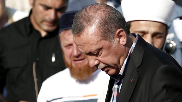 """""""Уикилийкс"""" публикува 300 000 писма на управляващите в Турция"""