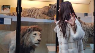 Мария се докосна до лъв в Лондон (СНИМКИ)
