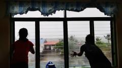 """Тайфунът """"Камури"""" удари Филипините с ветрове от 155 до 235 км/ч"""