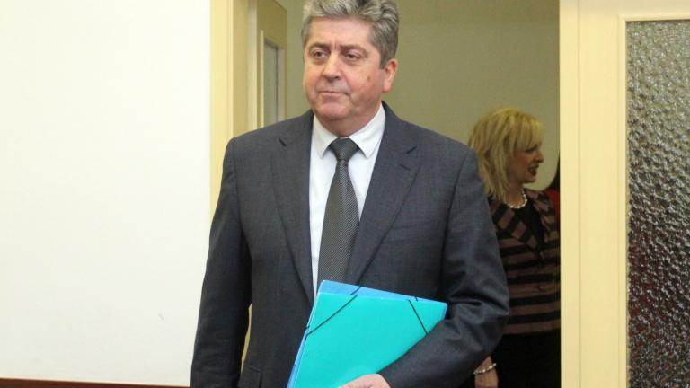 Закъсняваме с подкрепата за Бокова, предупреди Първанов кабинета